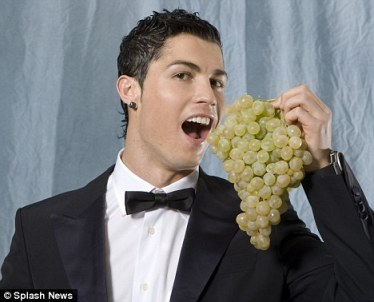 Ronaldo enjoying some NYE grapes. Pic totally stolen from the Daily Mail via Google Images. Copyright rests with Splash News.